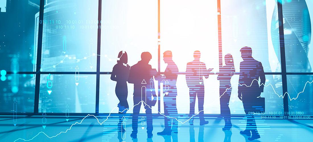 Empresarios gestionando el control de gastos de viajes de su empresa